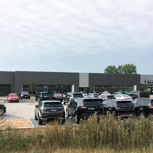 Neubau eines Autohauses