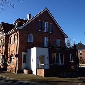Umbau und Sanierung zu einem Ärzte- und Wohnhaus